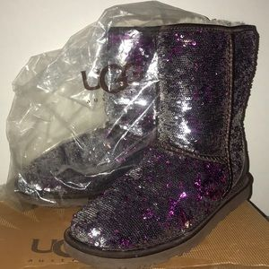 Dazzling sparkly Uggs💜